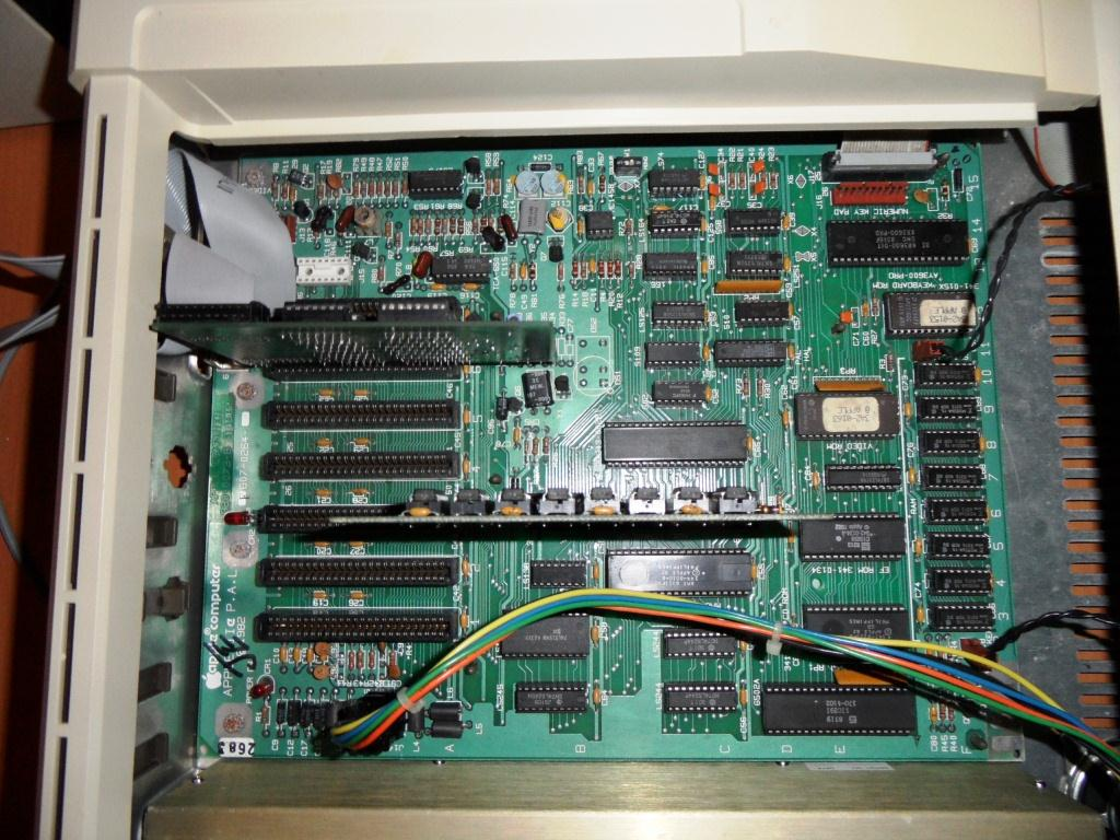 1motherboard apple 2e.jpg