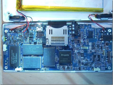 20090330_dingo_gets_disassembled_(dingoo_misc).jpg