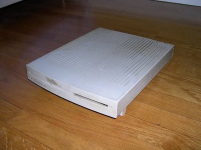 1 Macintosh Performa 400 (Merci WDA)