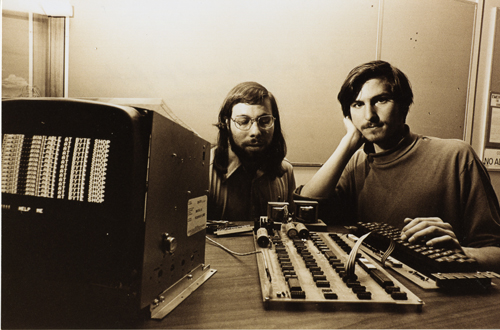 apple.steve_wozniak_and_steve_jobs_with_apple_I.1976.102665473.lg.jpg